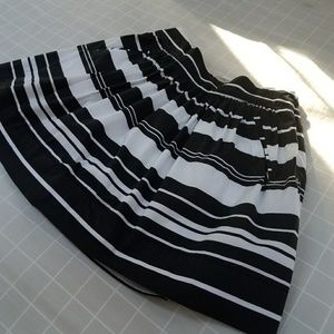 Banana Republic Size 2P Black and White Skirt